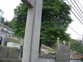 高雄回教公墓:大門與牆壁連接虎邊砂手