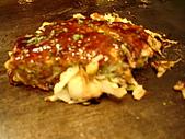 200809京阪行-DAY1:刷上醬汁後放上柴魚片就可以嗑了