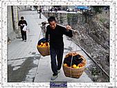 20021115水淹長江三峽最後行腳:32奉節農民 (1).JPG
