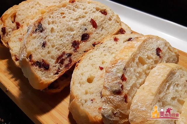151435.jpg - 蔓越莓免揉歐式麵包