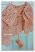 ~2013.09 手作品集。鉤針編織:毛線編織。小小孩斗篷.jpg