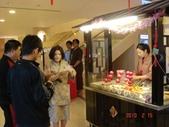 99年礁溪長榮鳳凰酒店開幕之旅:DSC05355礁溪長榮鳳凰酒店,大廳旁的迎春攤位可兌換糖葫蘆.JPG