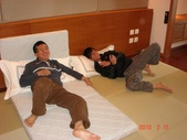 99年礁溪長榮鳳凰酒店開幕之旅:DSC05376礁溪長榮鳳凰酒店,慵懶的父子.JPG