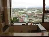 99年礁溪長榮鳳凰酒店開幕之旅:DSC05371礁溪長榮鳳凰酒店,浴室景觀窗外的宜蘭平原風景.JPG