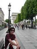 2009/6/26-29@Paris:在香榭逛街,逛累了就坐下休息,很悠哉~