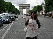 2009/6/26-29@Paris:我與凱旋門第三度合照...呵呵(每次去每次都要拍)
