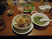 遠走高飛:Tapyae Yate Restaurant豬肉沙鍋麵.jpg