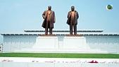 謎樣國度:北韓(朝鮮DPRK):新義州金日成與金正日銅像.jpg