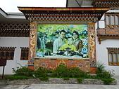 遠走高飛:不丹帕羅機場不丹國王全家福.JPG