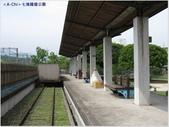 【基隆。七堵】七堵鐵道公園,百年木造驛站:鐵軌,月台