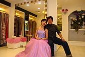 中山區:挑選結婚禮服