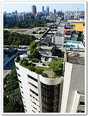 微笑的月:公司對面的大樓 頂樓是如此浪漫