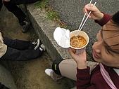 風飛芒舞 - 草嶺古道:小Maggie泡麵要加酸梅才吃