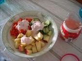 我可口的養身早餐:先吃水果、再吃蔬菜喔..