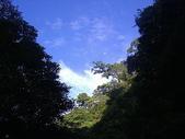 2007明池之旅:明池的天空,很藍,那天早上,還看到月亮高掛..走在路上很舒爽
