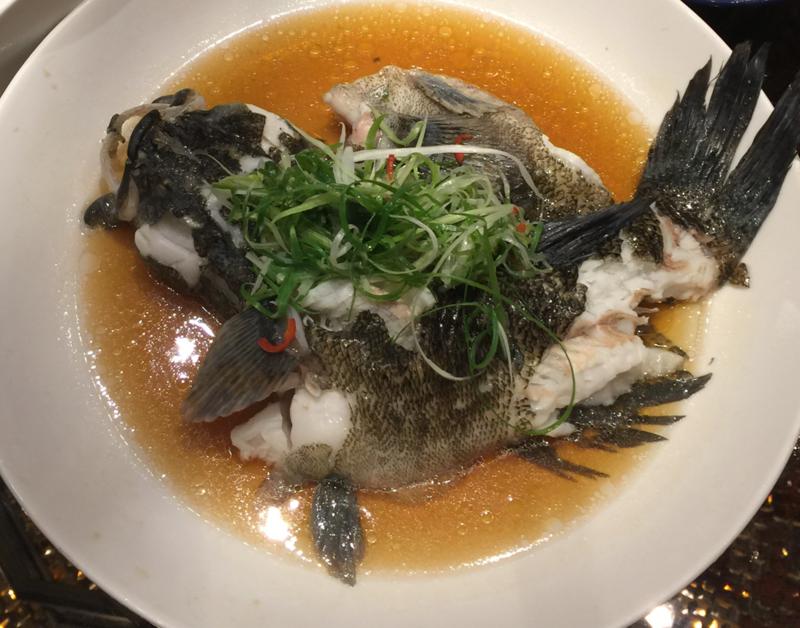 2017 美食:2017-06-24 君品飯店頤宮中餐廳eMBA Bear 宴請 (9)清蒸筍殼魚.PNG