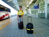 2011年暑假日本九州豪斯登堡夜景酒店五日遊~第5天:P1020163上午約08時20分(日本時間)抵達日本九州福岡空港(國際機場)--攝於出境大廳門口走道.JPG