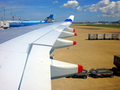 2011年暑假日本九州豪斯登堡夜景酒店五日遊~第5天:P1000403華航A330-300型CI-0111班機,由福岡機場飛回台北上午10.25飛機滑行進入跑道,10.35.起飛.JPG