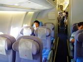 2011年暑假日本九州豪斯登堡夜景酒店五日遊~第5天:P1020170上午9.35.登上華航CI-0111班機,由日本福岡機場飛返台北班機-靠窗.JPG