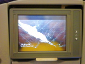2011年暑假日本九州豪斯登堡夜景酒店五日遊~第5天:P1000404中華航空(A330-300型飛機)--CI-111班機,班機座位上供個人使用的螢幕.JPG