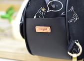 2019胖咪愛手作:這次挑戰~在袋身皆車上滾邊,而且側袋身直接用合成皮撐住袋型。