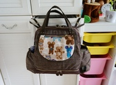 媽寶包:耐用的布吊環,可以把包包輕鬆的掛在推車上