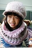 2016手作:可愛的小彤~^^配上上回合用同線材織的圍脖...小彤戴起來是披肩囉~哈哈...