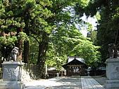 2008/06 日本長野旅遊 Japan Nagano:0806140925_下諏訪-諏訪大社下社春宮-樹蔭下的神樂殿_1.JPG