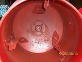 2.滾筒圓錐拌合機:小型水泥攪拌機內部