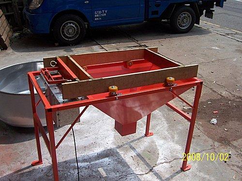 4.客製化-機台零件:特製篩選機