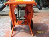 2.滾筒圓錐拌合機:小型引擎式攪拌機-背面