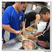 216烹飪實習(103上)&316烹飪實習(104上)小老師陳哲:316烹飪卒業考 (5).jpg