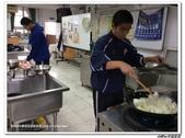 216烹飪實習(103上)&316烹飪實習(104上)小老師陳哲:316烹飪卒業考 (19).jpg