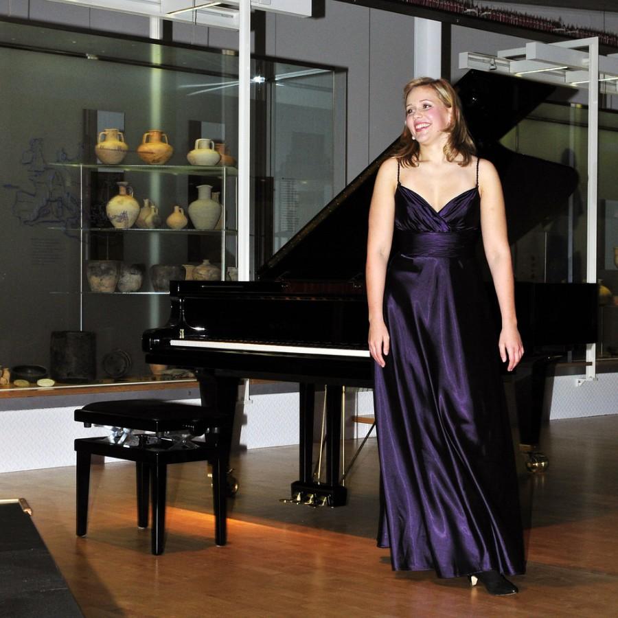 鋼琴家(301-615):1059 Annika Treutler 安妮卡.特羅伊特勒 1990年 德國鋼琴家05.jpg