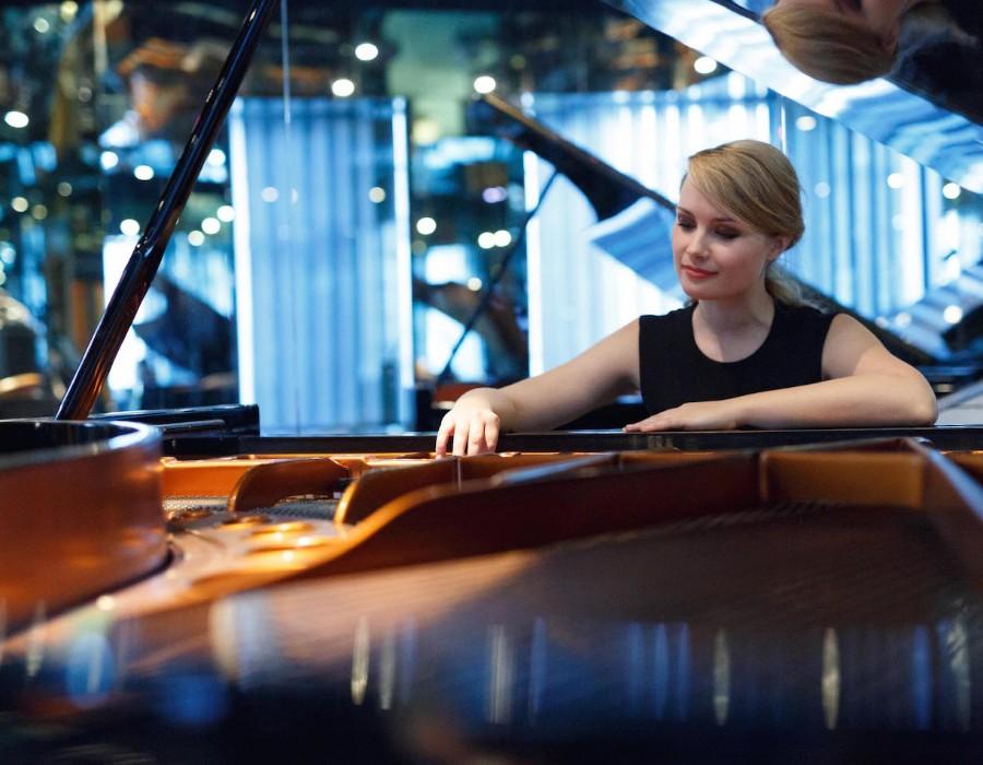 鋼琴家(301-615):1060 Katharina Treutler 卡塔琳娜.特羅伊特勒 德國鋼琴家04.jpg