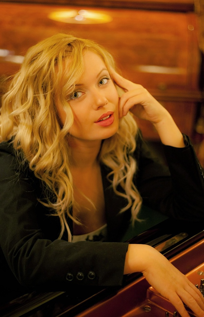 鋼琴家(301-615):1057 Anastasia Huppmann 阿納斯塔西婭.赫普曼 1988年 俄羅斯裔奧地利鋼琴家08.jpg