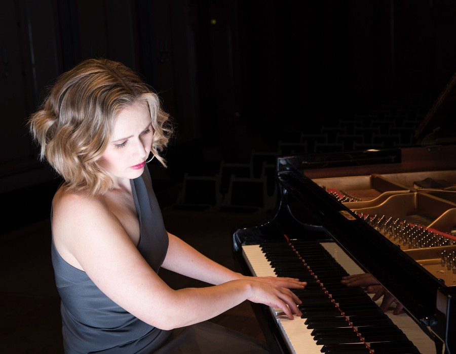 鋼琴家(301-615):1059 Annika Treutler 安妮卡.特羅伊特勒 1990年 德國鋼琴家10.jpg