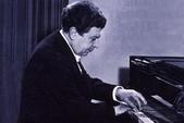 鋼琴家(301-615):457 Julian Von Karolyi 朱利安.馮.卡羅利 (1914年-1993年) 匈牙利裔德國鋼琴家.jpg