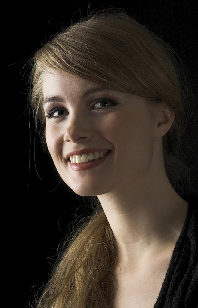 鋼琴家(301-615):1060 Katharina Treutler 卡塔琳娜.特羅伊特勒 德國鋼琴家08.jpg