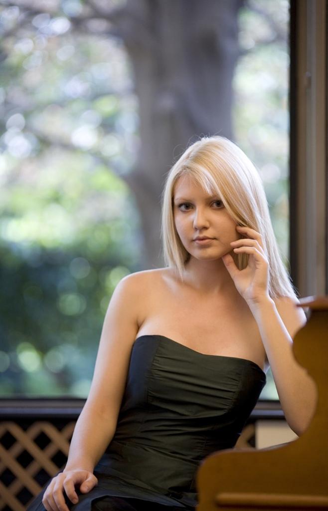 鋼琴家(301-615):1061 Vanessa Benelli Mosell 凡妮莎.貝內利.莫塞爾 1987年 意大利鋼琴演奏家06.jpg