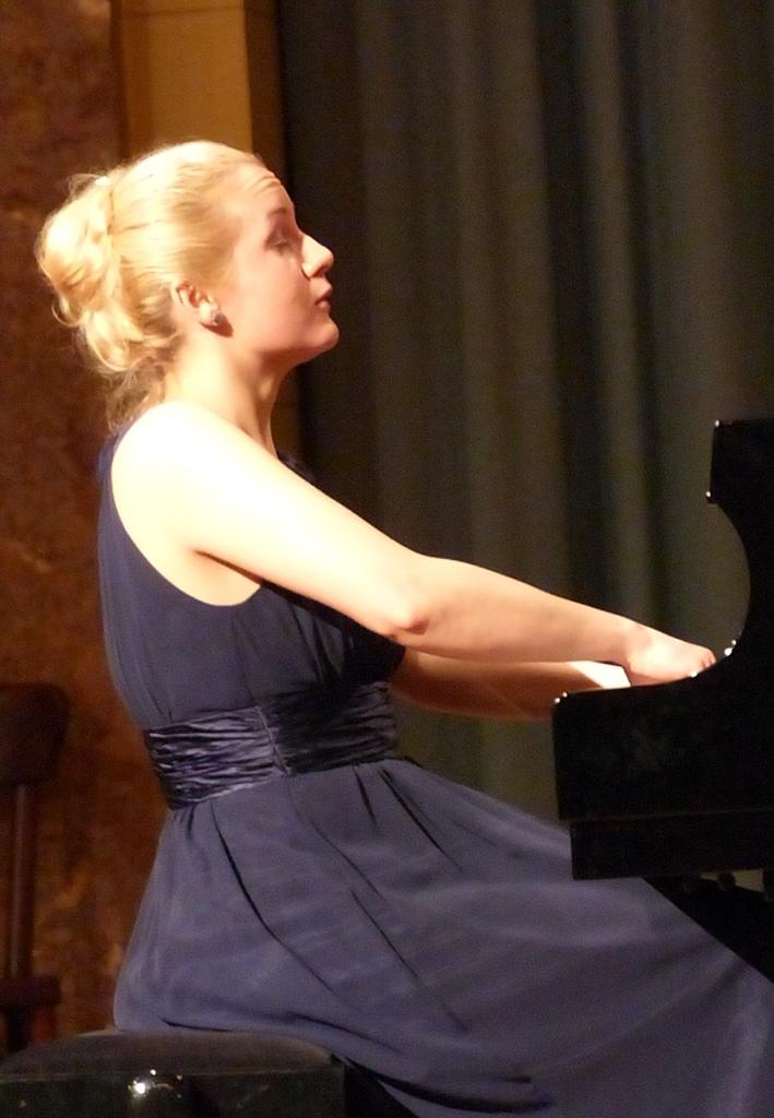 鋼琴家(301-615):1058 Aleksandra Mikulska  亞歷山德拉.米庫爾斯卡 1981年 波蘭裔德國鋼琴家08.jpg