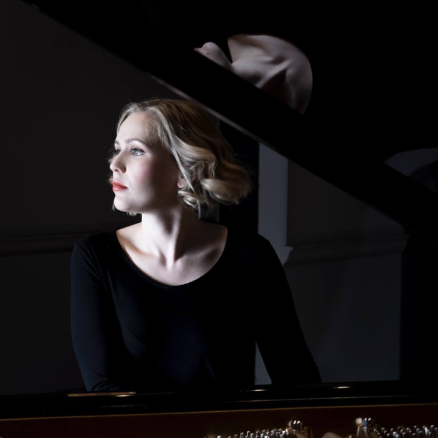鋼琴家(301-615):1059 Annika Treutler 安妮卡.特羅伊特勒 1990年 德國鋼琴家04.jpg