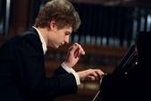 鋼琴家(301-615):327 Pavel Kolesnikov 帕維爾.科列斯尼科夫 1989年 俄羅斯鋼琴家.jpg