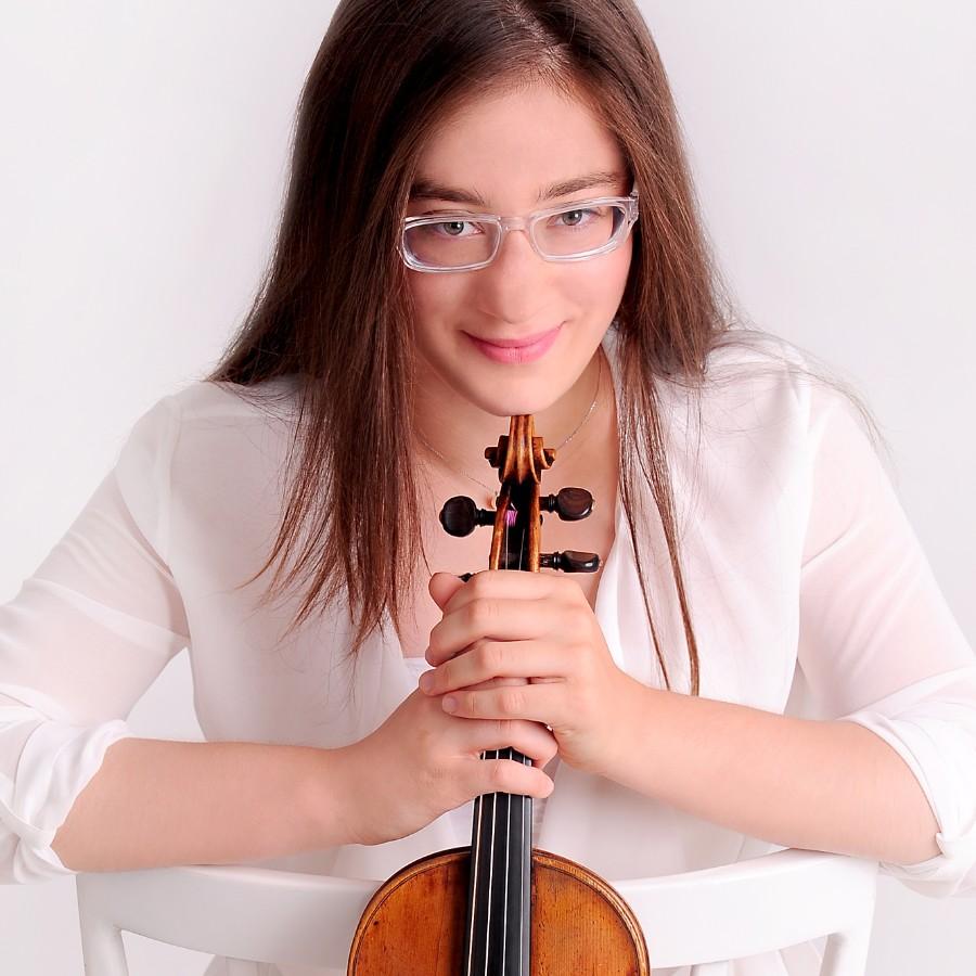 小提琴家(301-1000):719 Veriko Tchumburidze 韋里科.柴契爾伯里 1996年 格魯吉亞裔土耳其小提琴家01.jpg