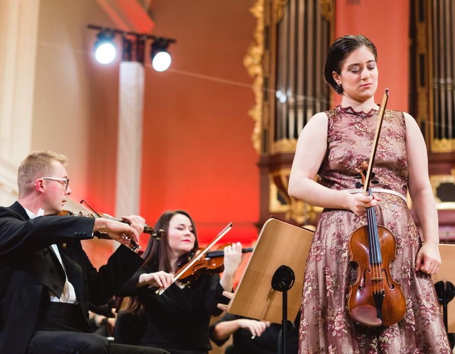 小提琴家(301-1000):719 Veriko Tchumburidze 韋里科.柴契爾伯里 1996年 格魯吉亞裔土耳其小提琴家04.jpg