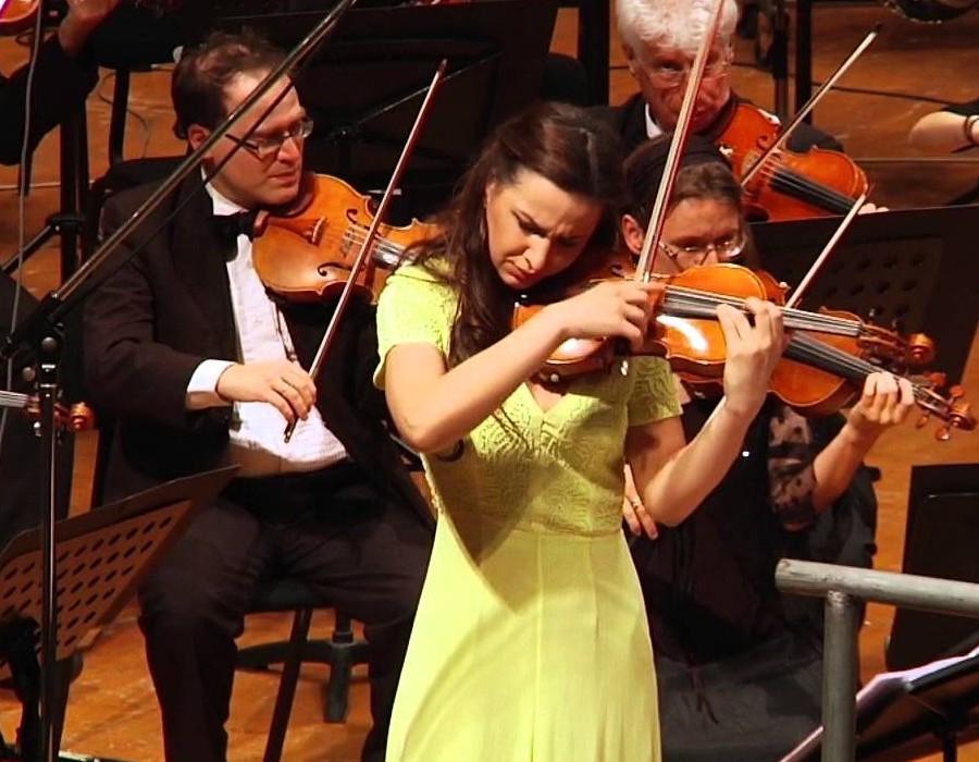 小提琴家(301-1000):720 Rusanda Panfili 魯桑達.潘菲利 1988年 羅馬尼亞小提琴家08.jpg