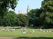 英國8~倫敦+歌劇魅影:倫敦綠地超多,最常看到的就是大家在草地上休息