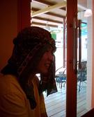 松山高中生研社創社20週年社慶聚餐照片:突尼西亞頭巾服飾示範2