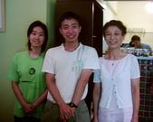 松山高中生研社創社20週年社慶聚餐照片:5th學姊-8th小蟑螂-與老師的合照