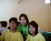 松山高中生研社創社20週年社慶聚餐照片:5th學姊與本屆社長公關的合影